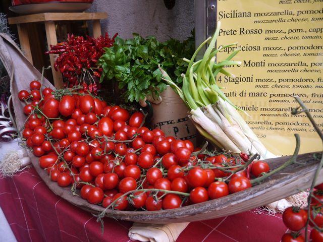 どこへいってもトマトがいっぱい。