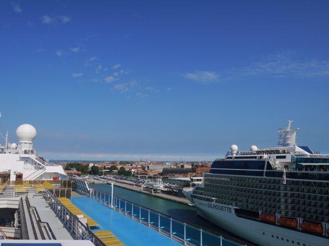 イタリア系の大型客船の旅。